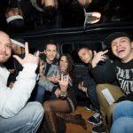nayt festeggia in hummer limousine con i suoi amici