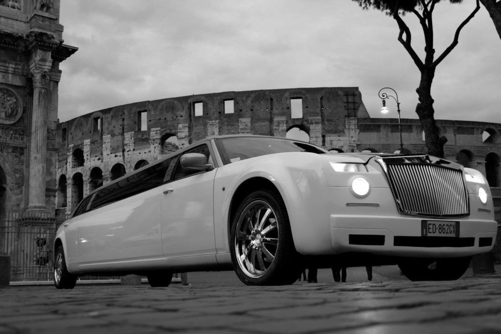 Anniversario Matrimonio Roma.Anniversario Di Matrimonio In Limousine A Roma Con L Elegante Chrysler